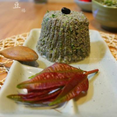 香椿拌黑豆渣的做法