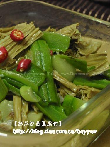 丝瓜炒黑豆腐竹的做法