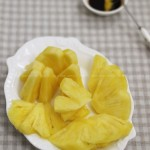 菠萝蘸酱油生吃(潮汕地区菠萝家常吃法)