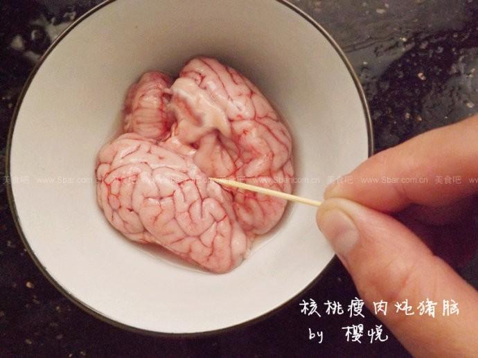 核桃瘦肉炖猪脑