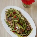 蒜苔焖狗腿鱼(特适合考生的防春困健脑营养菜)