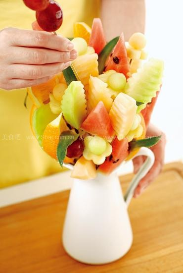 花式水果拼盘的做法 花式水果拼盘的家常做法 花式水果拼盘怎么做 家