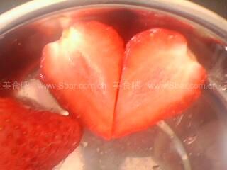 草莓心形花刀的切法
