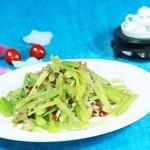 干煸芹菜(芹菜不塞牙的刀法和火候)