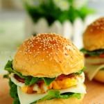 火腿鸡蛋汉堡包(早餐菜谱)