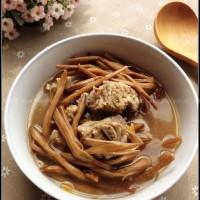 黄花菜脊骨汤