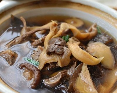 什锦菌菇养生汤