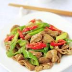 尖椒肥肠(香辣开胃的宴客菜)
