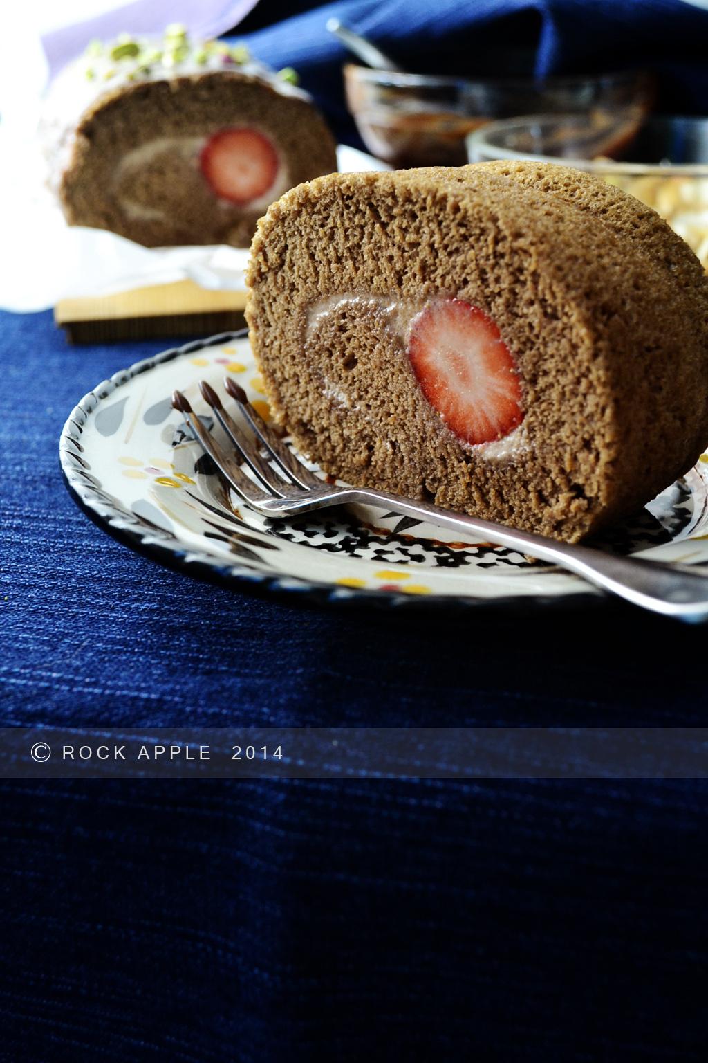 淋面可可草莓卷