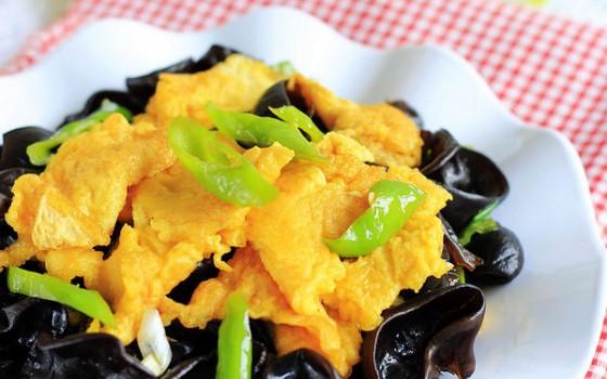 尖椒木耳炒雞蛋(抗戰霧霾天的瘦身美白菜)