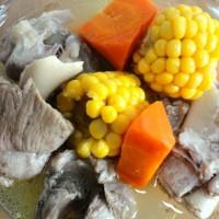 胡蘿卜玉米骨頭湯