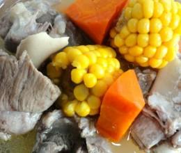 胡萝卜玉米骨头汤