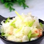 雪耳海米拌香芹(清新爽口家常菜)