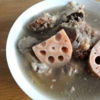蓮藕骨頭湯