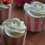 草莓奶油杯子蛋糕(甜品点心)