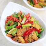 蒜苗炒油豆腐(零厨艺的下饭菜)