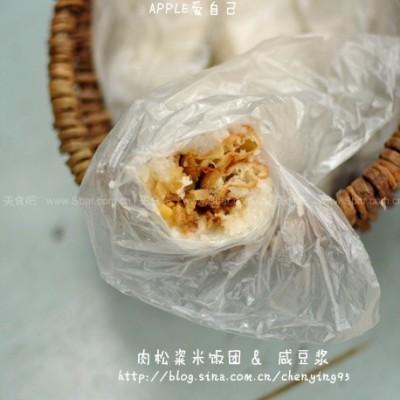 肉松粢米饭团和油条咸豆浆