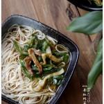 青椒榨菜肉丝面(早餐菜谱)