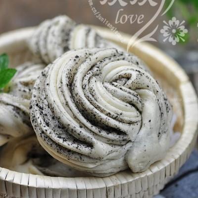 黑芝麻盐花卷+紫薯米粥+凉拌菠菜+圣女果