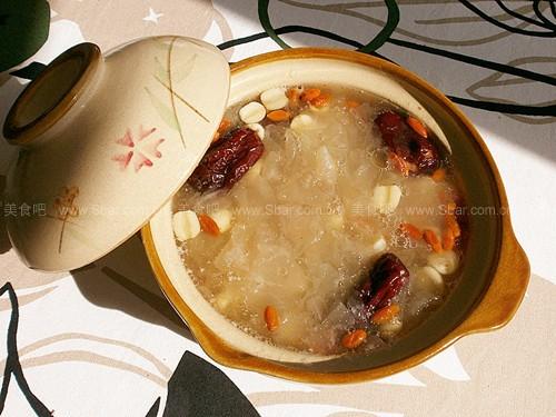 枸杞银耳莲子汤