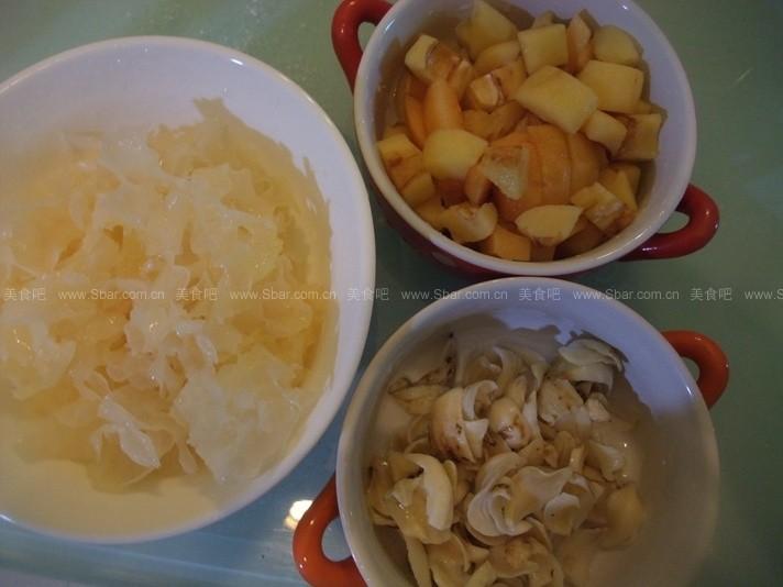 枇杷川贝百合银耳汤