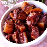 炒糖色做出的红烧肉