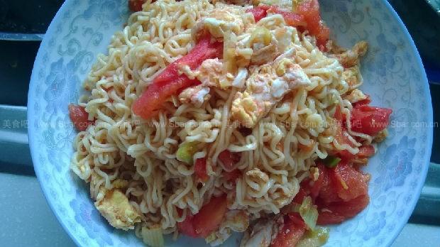 西红柿鸡蛋炒方便面