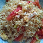 西红柿鸡蛋炒方便面(垃圾食?#26041;?#24247;吃)