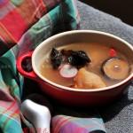 菌菇蹄花汤(养颜又美味的营养汤水)