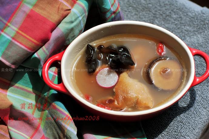 菌菇蹄花汤