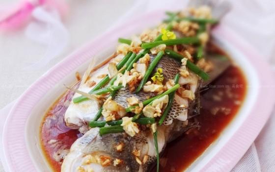 清蒸鲈鱼(解密舌尖三餐美食)