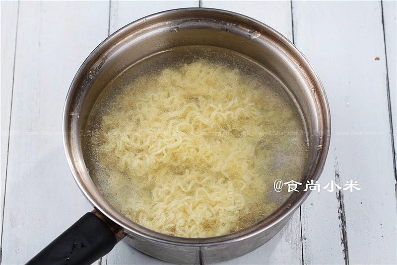 海鲜炒面,骨汤海鲜小火锅