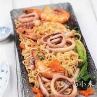 海鮮炒面,骨湯海鮮小火鍋