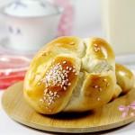 牛奶扭结小餐包(早餐菜谱)