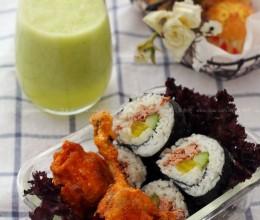 炸翅中&金枪鱼紫菜包饭&菠萝黄瓜汁