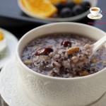 紫米葡萄粥(補血益氣的養顏粥)