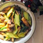 黄瓜炒鲜蘑