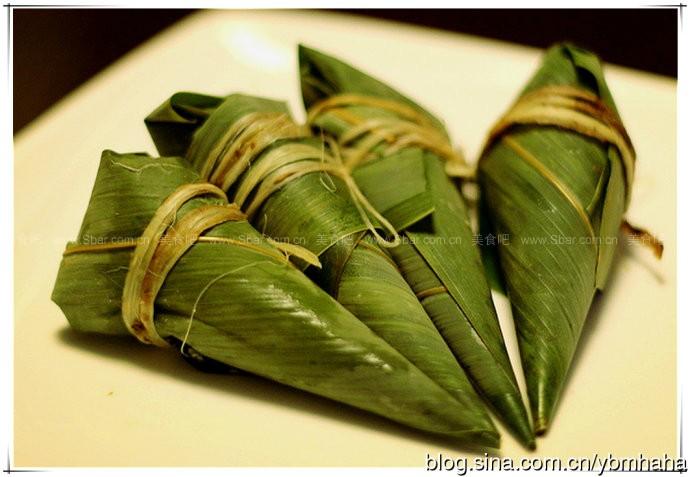 锥形粽(也叫牛角粽,尖角粽)  此种粽子的包法在广东等南方地区比较
