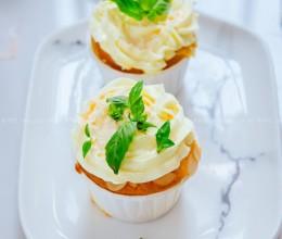 树莓奶油杯子蛋糕