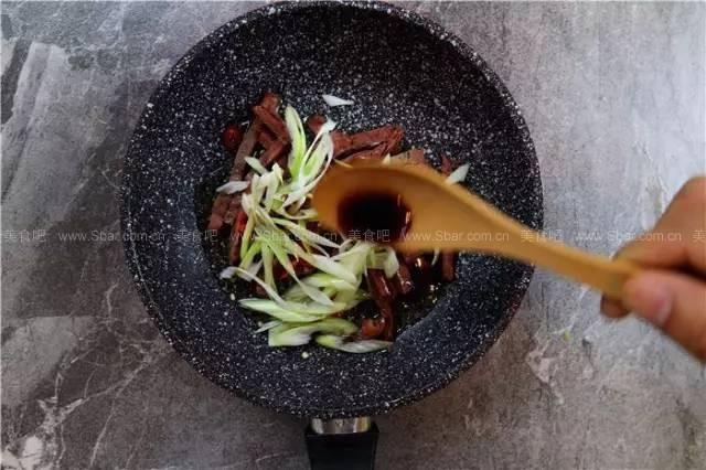 牛肉丝拌面、虾仁青瓜拌面、鸡丝大酱拌面