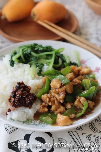 青椒鸡丁、清炒小白菜