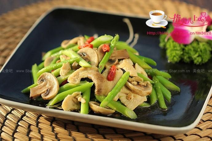 芦笋口蘑炒鸡片