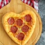 心形萨拉米肠披萨