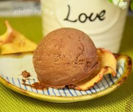 用打蛋器做巧克力冰激凌