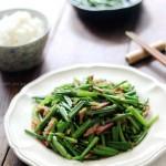 腊肉丝炒韭菜苔