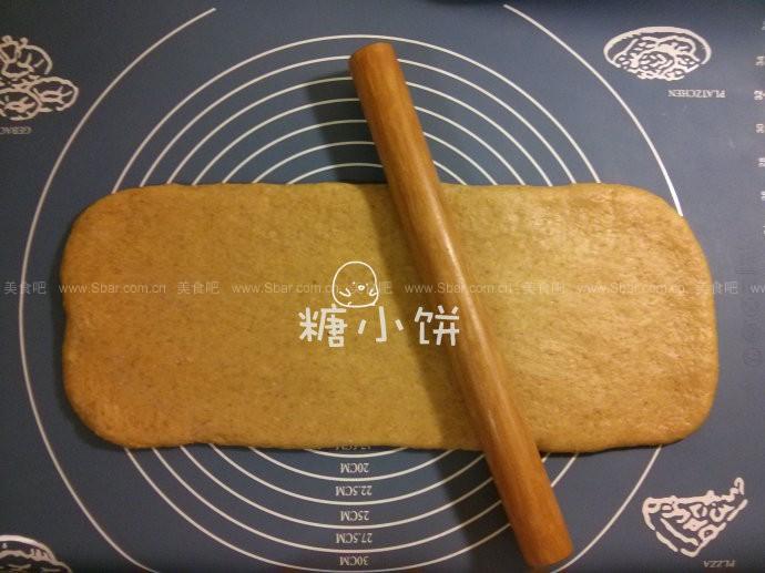 全麦葡萄干面包卷