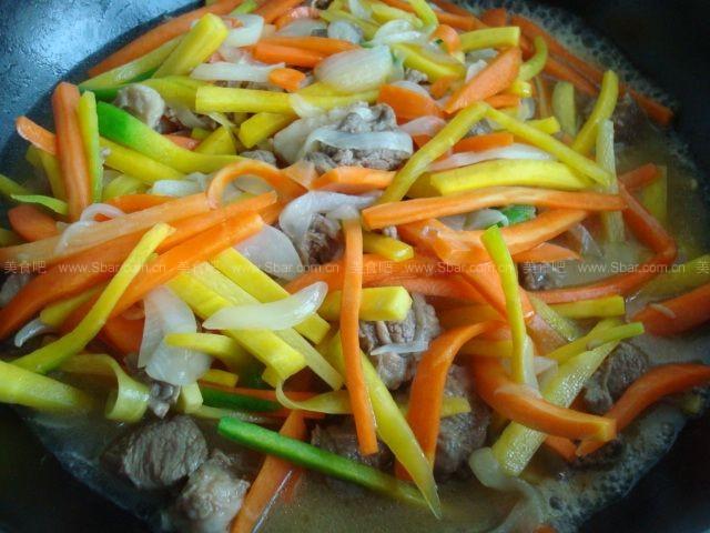 新疆碎肉抓饭