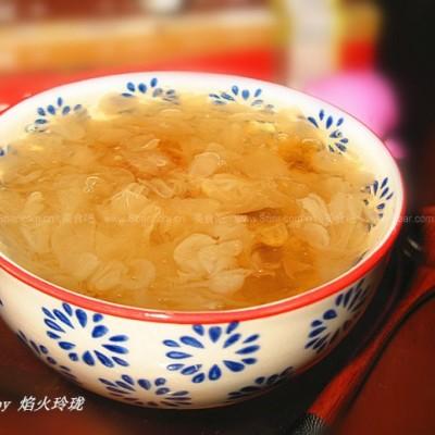 桃胶皂角米炖雪耳