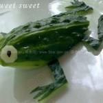 黄瓜小青蛙的做法(水果拼盘-盘饰围边)