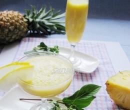 菠萝香瓜饮